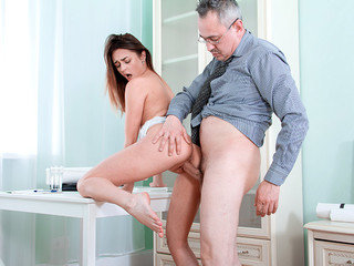 Hotty gets extra lesson and ejaculation