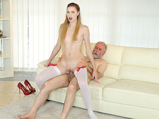 Aged stud nails a stunning babe on the couch.